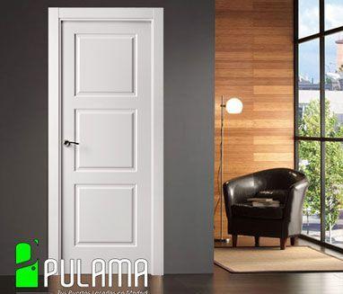 Puerta clásica abatible de interior, lacadas en blanco y posibilidad de otros colores